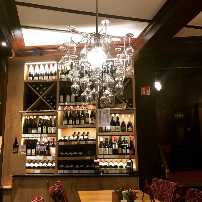 Wein und andere Köstlichkeiten